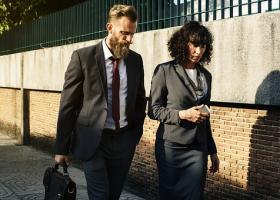 Jakie pierwsze kroki na rynku wykonywać jako firma?